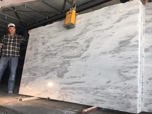 marmura alb pret granit