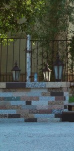 Mozaic piatra naturala - granit - marmura - travertin. Executie Marmur Art gard piatra + fier forjat