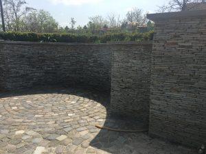 Rond piatra cubica executat de MarmurArt - pereti piatra naturala Montaj piatra cubica Bucuresti