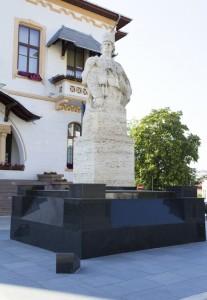 Soclu statuie Avram Iancu - soclu granit negru executat de Marmur Art - parteneriat public privat. Alegeti Marmur Art pentru proiecte cu pret mic la granit