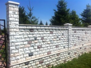 placare gard piatra naturala montaj executat de Compania Marmur Art - Marmura scapitata pret online
