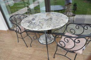 Masa gradina fier forjat si granit. Scaun fier forjat - obiecte decorative pentru gradina - Marmur Art Marmura / granit / travertin