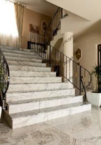 trepte granit Bucuresti. Scara granit interioara - pret accesibil - livrare gratuita